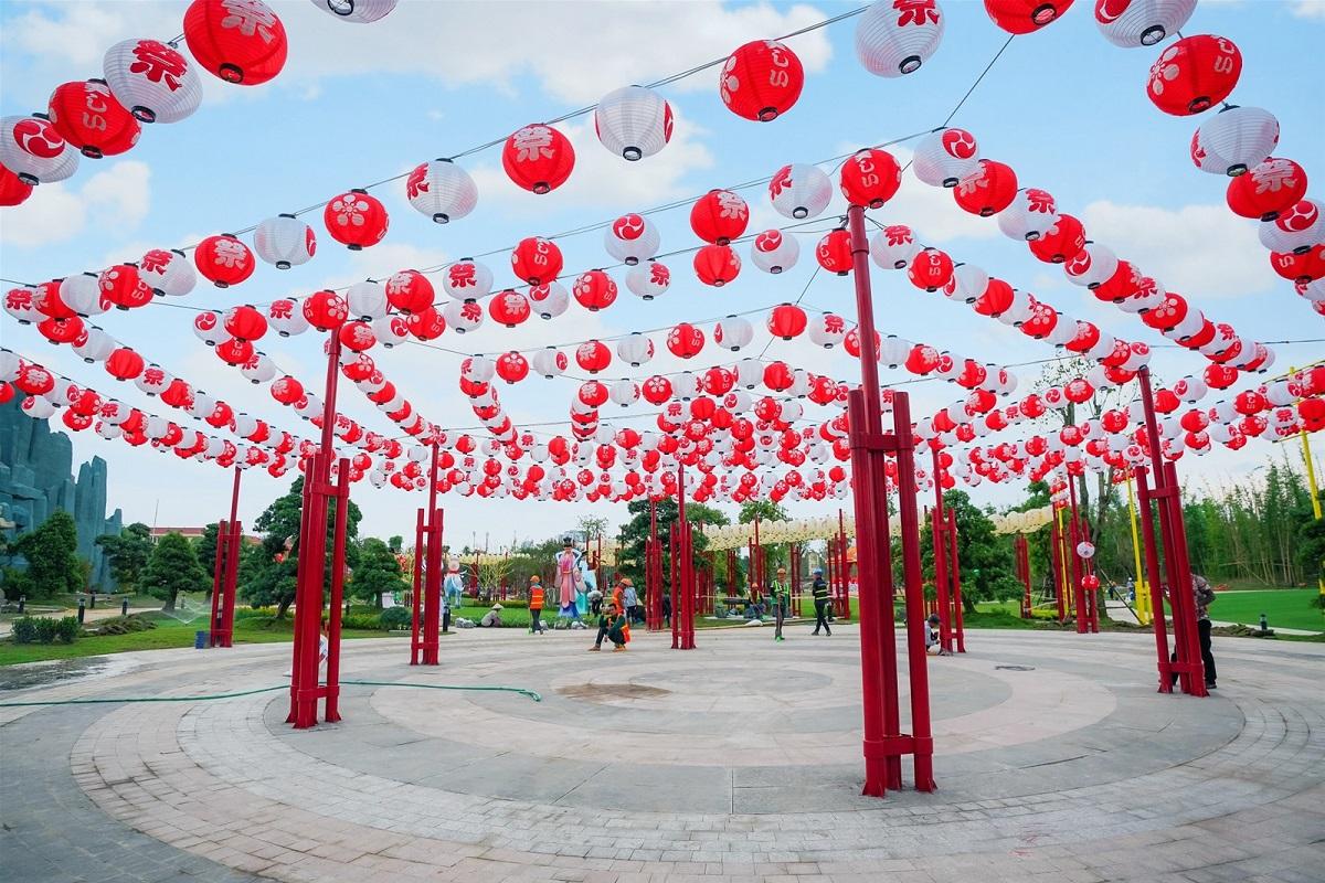 Đèn lồng rực rỡ tại vườn Nhật Vinhomes Smart City